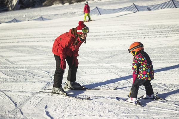 Lyžařská & snowboardová škola